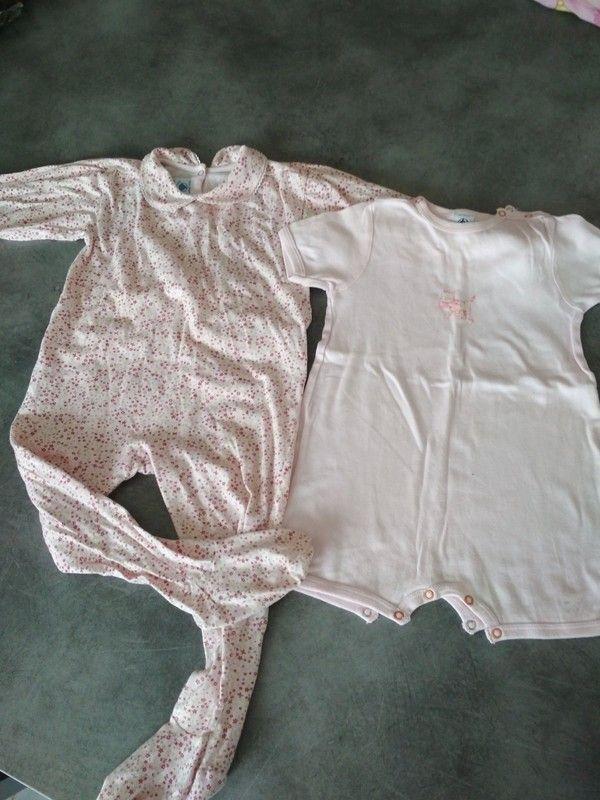 afe20ccabd668 Lot composé d un pyjama fin en coton avec motifs fleuris et col claudine et