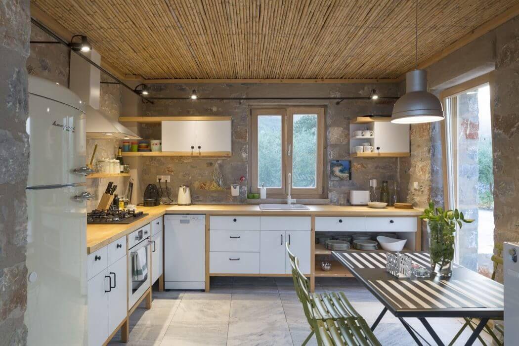 https://homeadore.com/2016/05/09/villas-mani-hhharchitects/