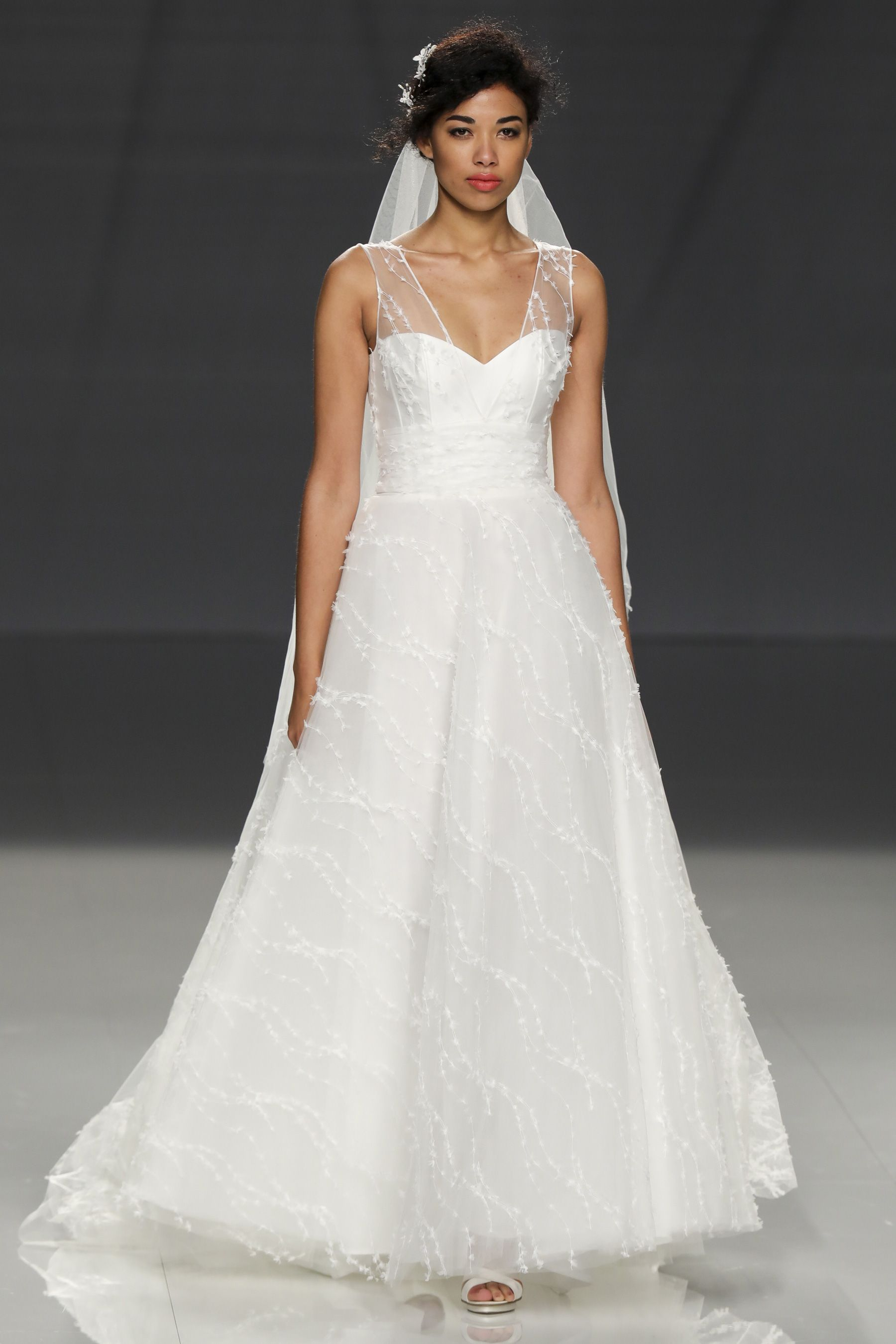 Cymbeline Wedding Dresses Dresses Bridal [ 2700 x 1800 Pixel ]