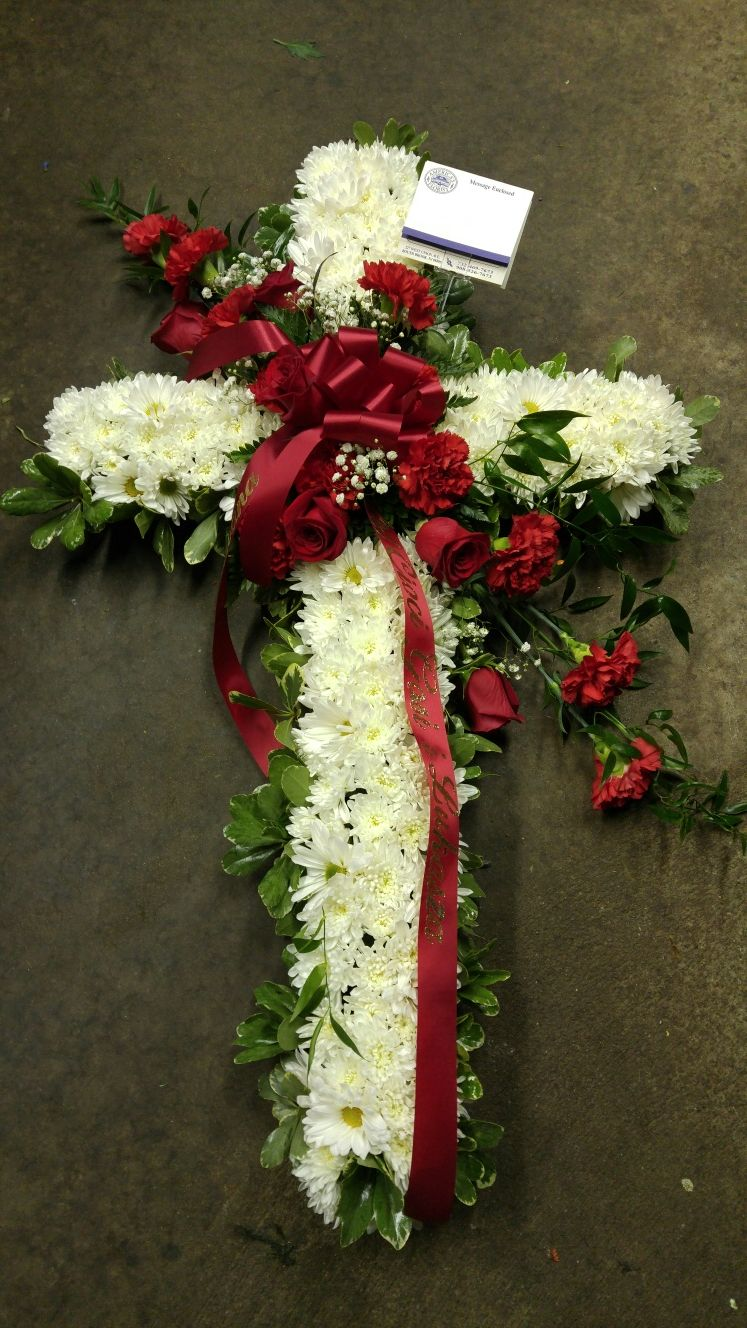 White Carnation Funeral Cross With Red Rose Accents Designed By America S Florist In Bound Brook Nj Americasflo White Carnation Funeral Flowers Mums Flowers