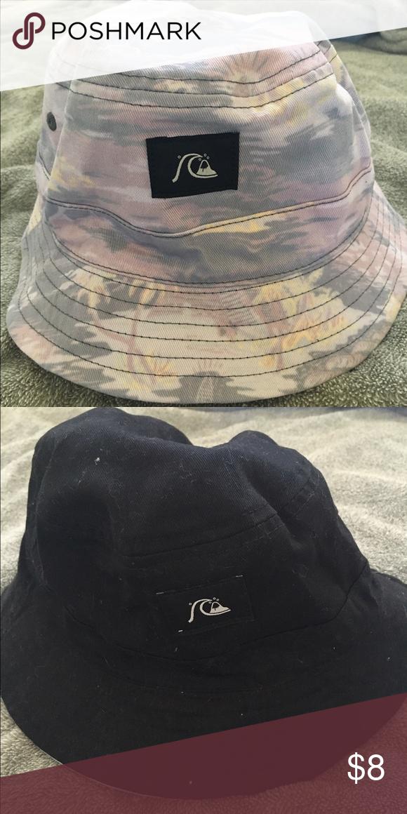 80db5fb0954 Reversible Quiksilver bucket hat Floral black Quiksilver bucket hat. Runs  small! Quiksilver Accessories Hats