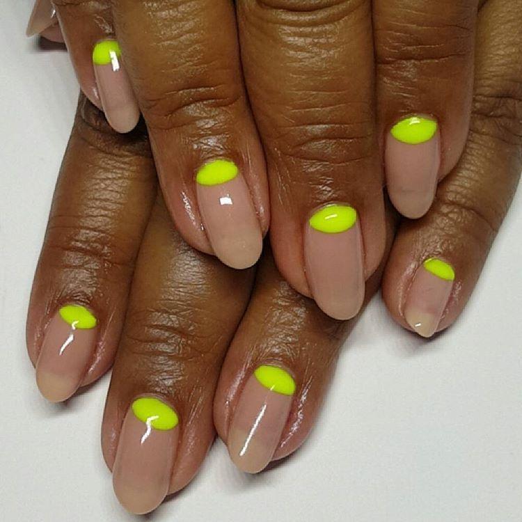"elsalonsito: ""Neon #halfmoons and my favorite nude gel, #124 by @leafgel_premium. #naturalnails #nailart #handpainted #gelpolish #ignails #naillife #amivega """