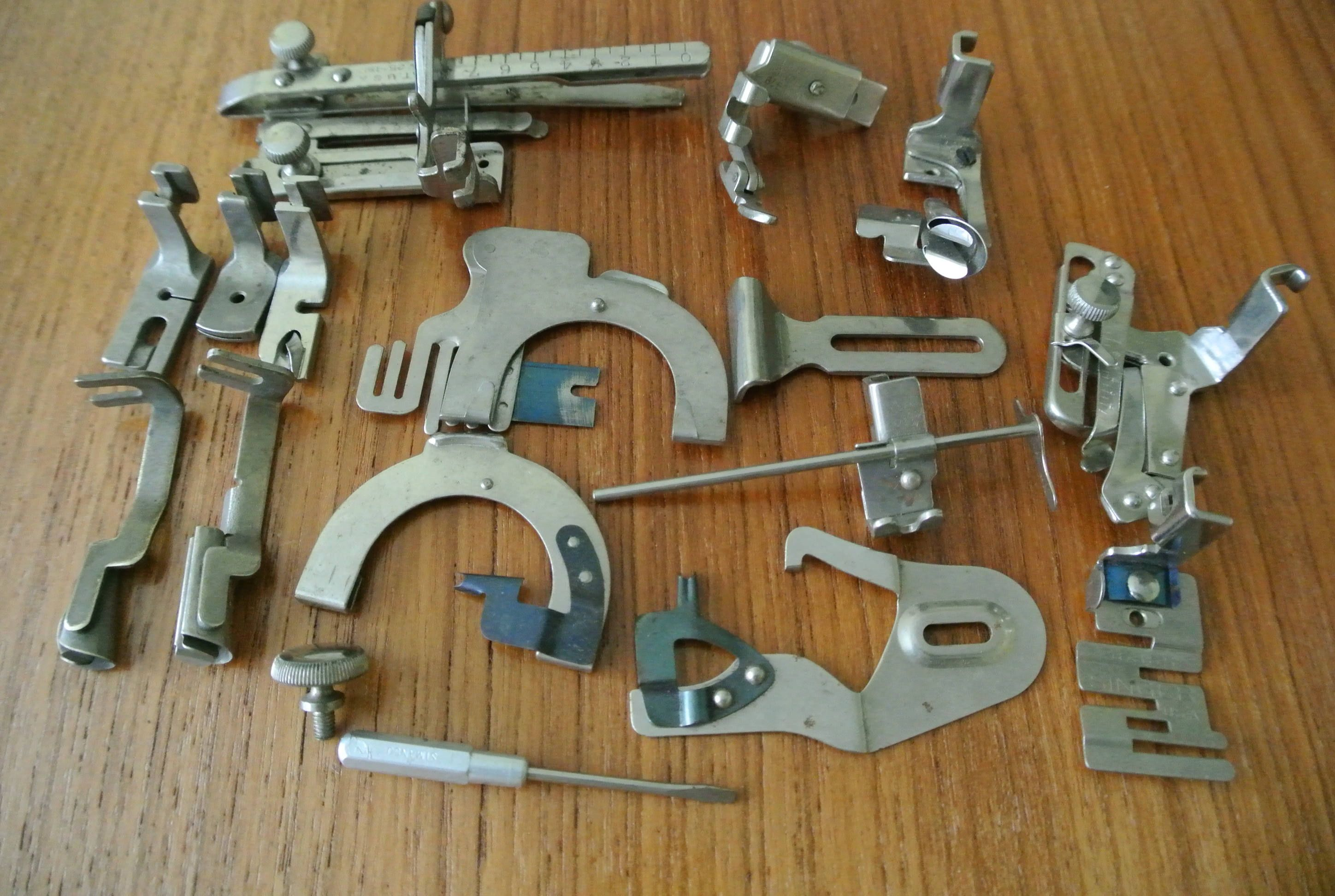 Low Shank Singer Vintage sewing machine attachments ...
