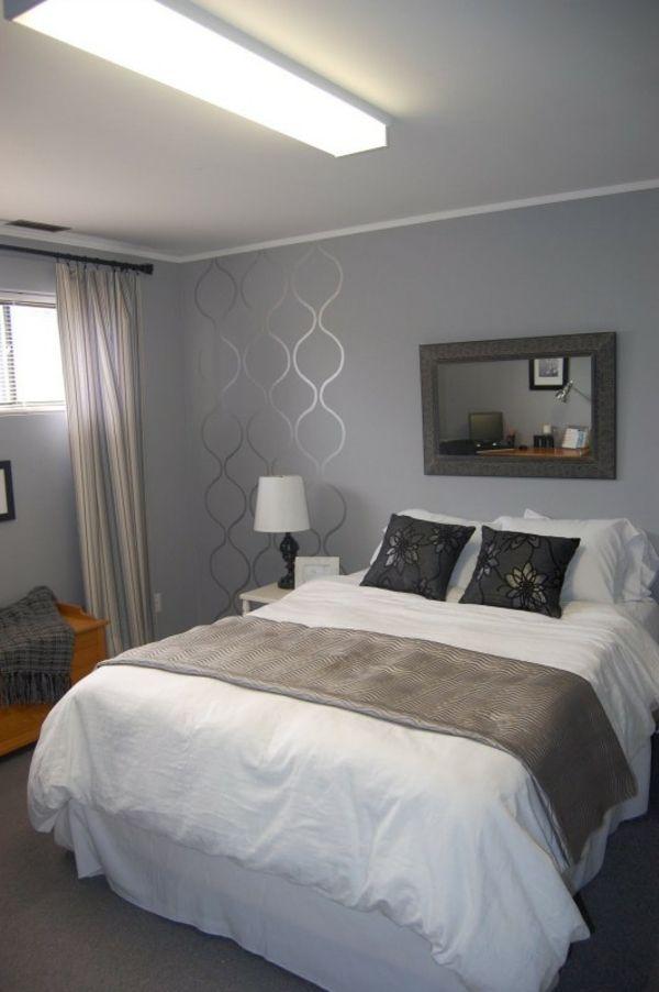 Schlafzimmer Mit Einem Grossen Bett Graue Wand Und Interessante