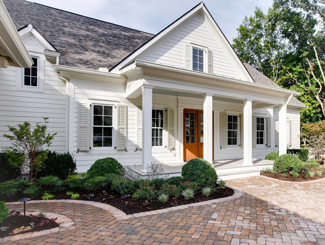 See This Instagram Photo By James Hardie 261 Likes White Exterior Houses House Exterior Exterior Paint Colors For House