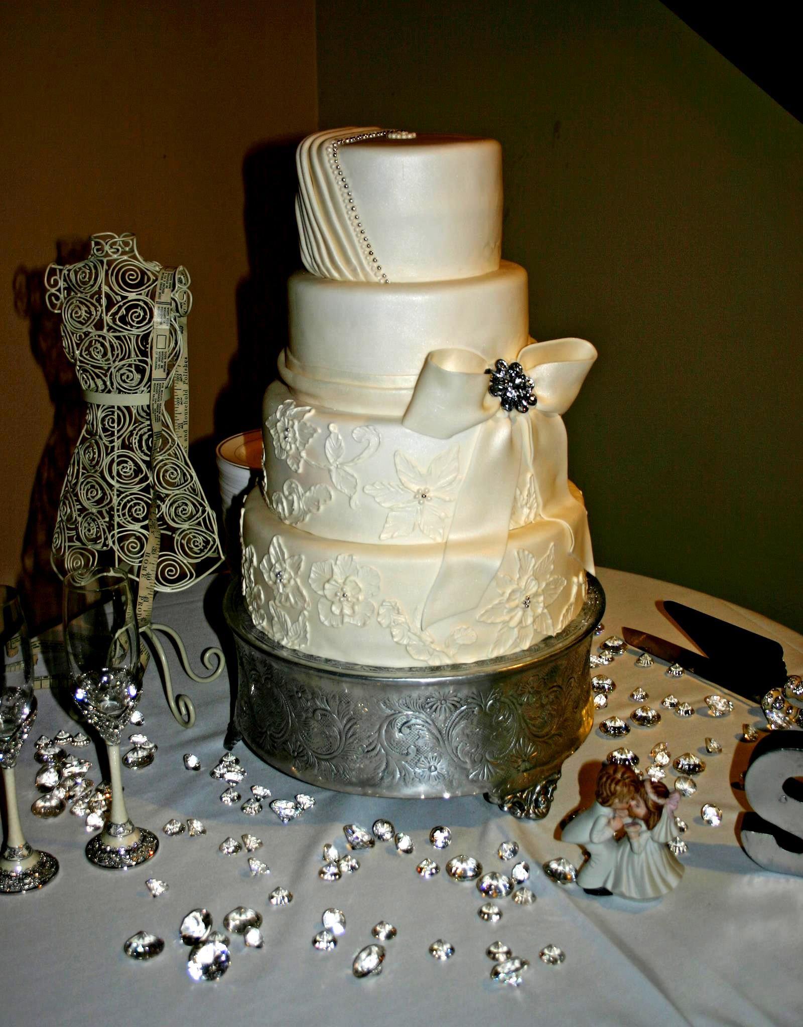 Perfect Wedding Cake   Lace, Ruching, Bow U0026 Brooch To Match Dress Cake By White