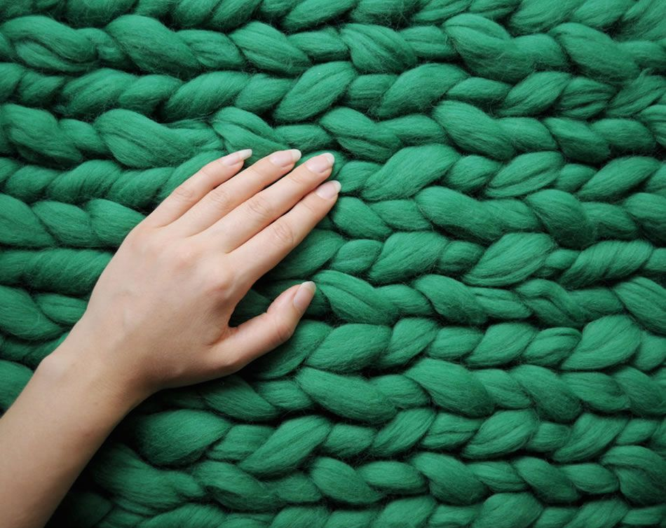 Chunky Knit Blankets & Chunky Knit Pet Beds Look Luxuriously Warm -  #fashion #knit #pets #want