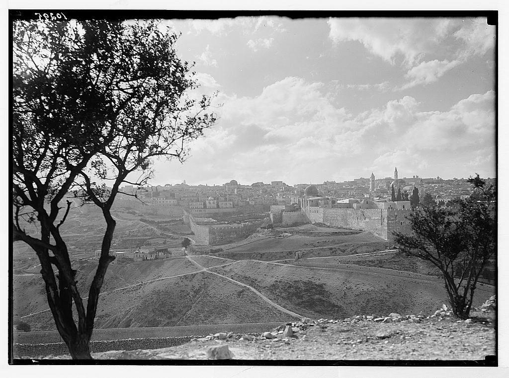 Jerusalem القدس الشريف منظر قديم للمدينة القديمة في الإتجاه الغربي من منطقة راس العمود ا نقر الصورة لتكبيرها 1934 1939