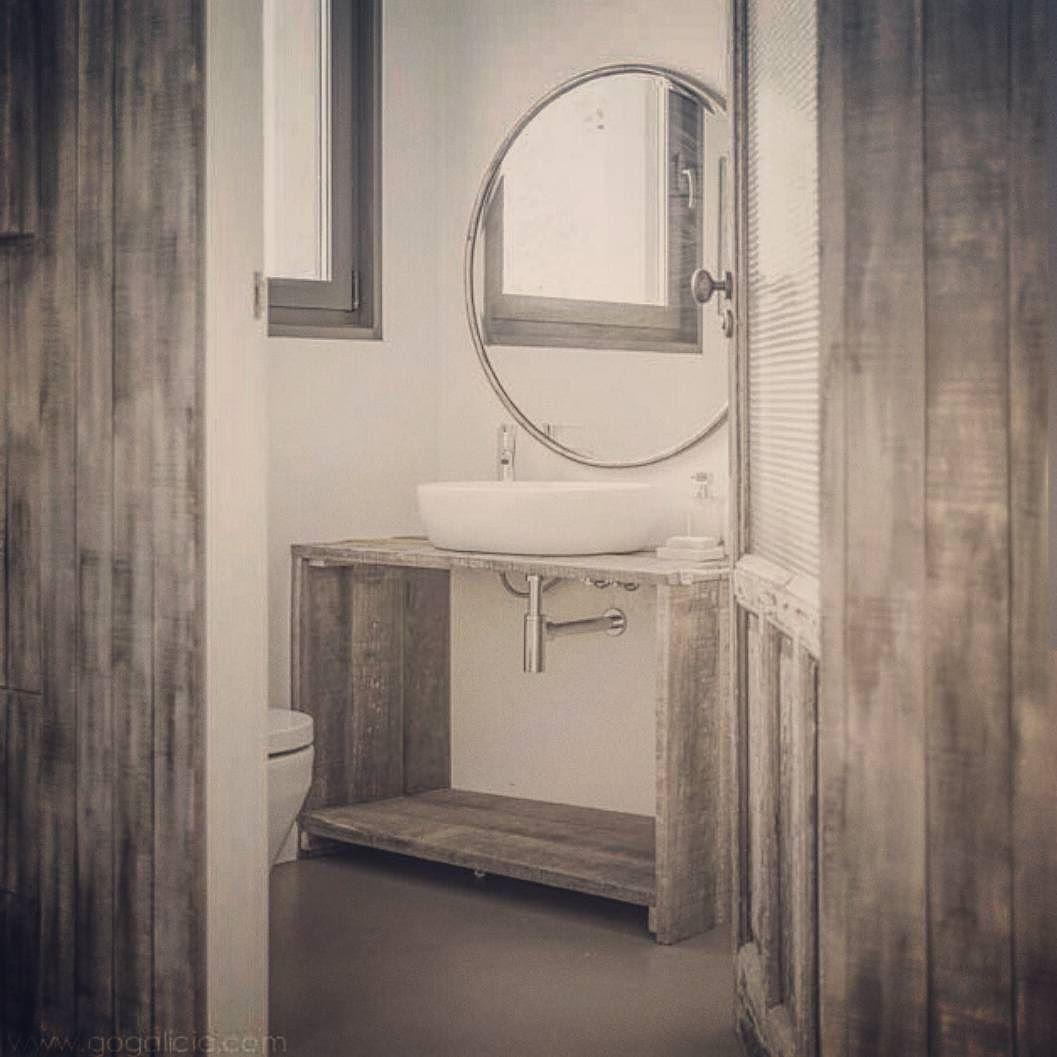 Porque los baños también pueden ser así de bonitos...  Foto: @gogaliciavillas  #onlynicethings #onlyniceplace #interiordesign #bathdesign #bathdecor #bath #bathroom #galicia #inspiration #mirror #deco #homedecor by onlynicethings