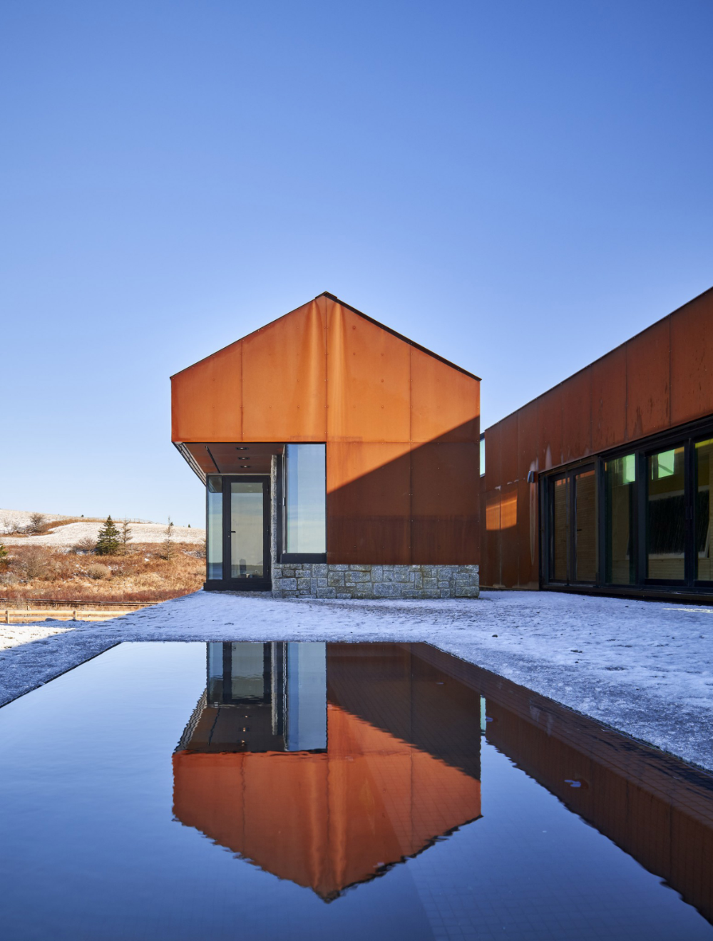 Smith Residence By Mackay Lyons Sweetapple Is A Gabled Steel Village Architecture Building Design Facade Cladding