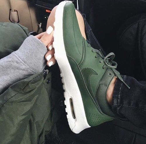 PIN: @aeslife IG: @antonia.ae | Schoenen, Nike, Nike schoenen