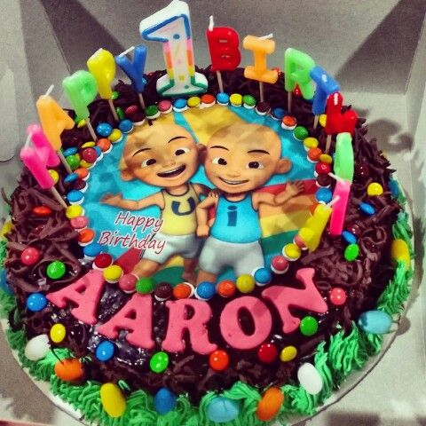 Chocolate birthday cake with Upin Ipin edible image It has a heavy