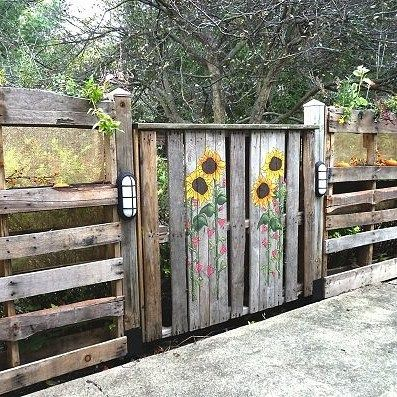 Pallet fence door gate sunflower recycled pallets for Diy pallet fence gate