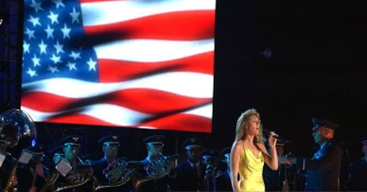 Celine Dion Performs Spine Tingling Rendition Of God Bless America Celine Dion God Bless America Popular Music