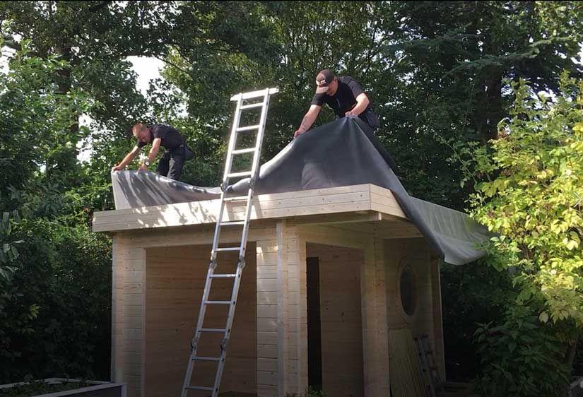 Gartenhaus Dach Decken So Geht S Schritt Fur Schritt Gartenhaus Dach Gartenhaus Blechdach Haus