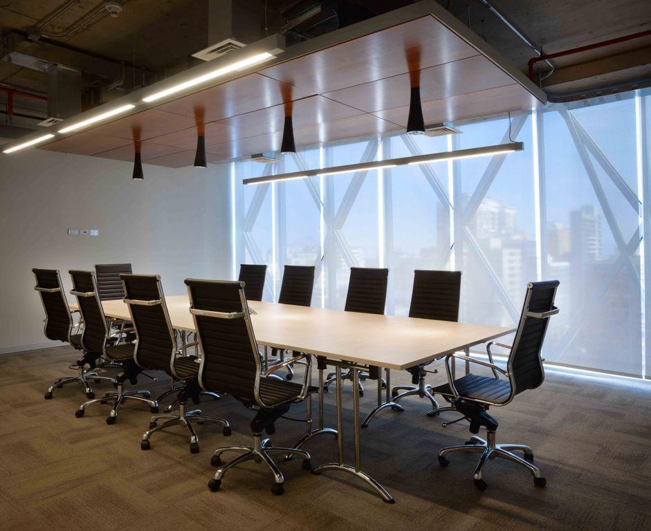 Oficinas nuevas. Sala de Reuniones. AFC Chile.  Huérfanos 670, Santiago, Chile Superficie: 1.600 m2 Contract Workplaces