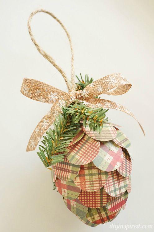 Piñas de adorno hechas con papel reutilizado   -   Repurposed Paper Pine Cone Ornaments made out of recycled plastic Easter eggs