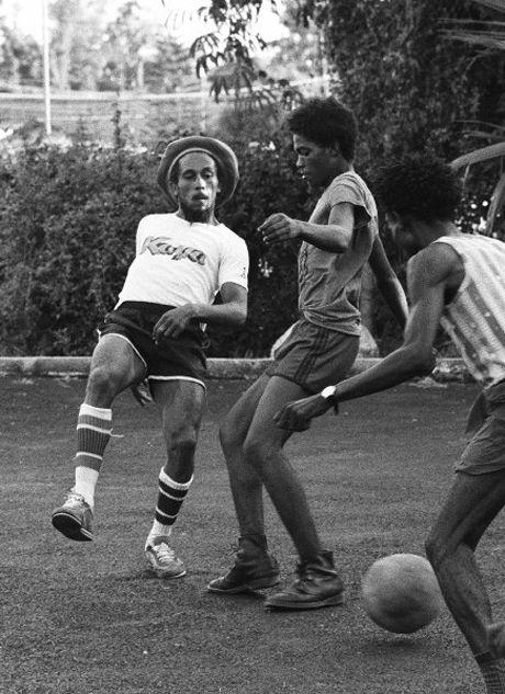 Resultado De Imagen De Bob Marley Jugando Futbol Bob Marley In