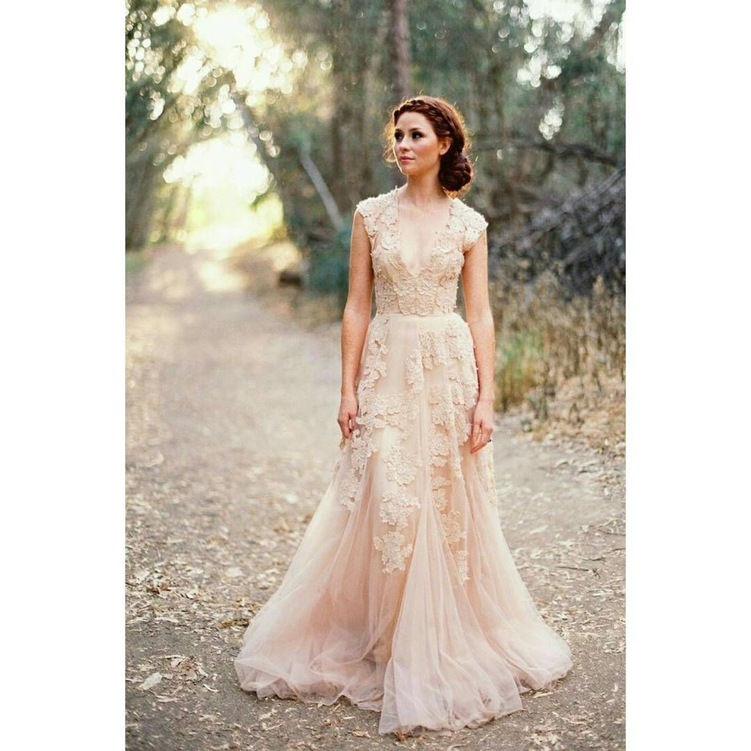 Champagne colored wedding dress  Random post but this is the wedding dress Ium dreaming of Itus