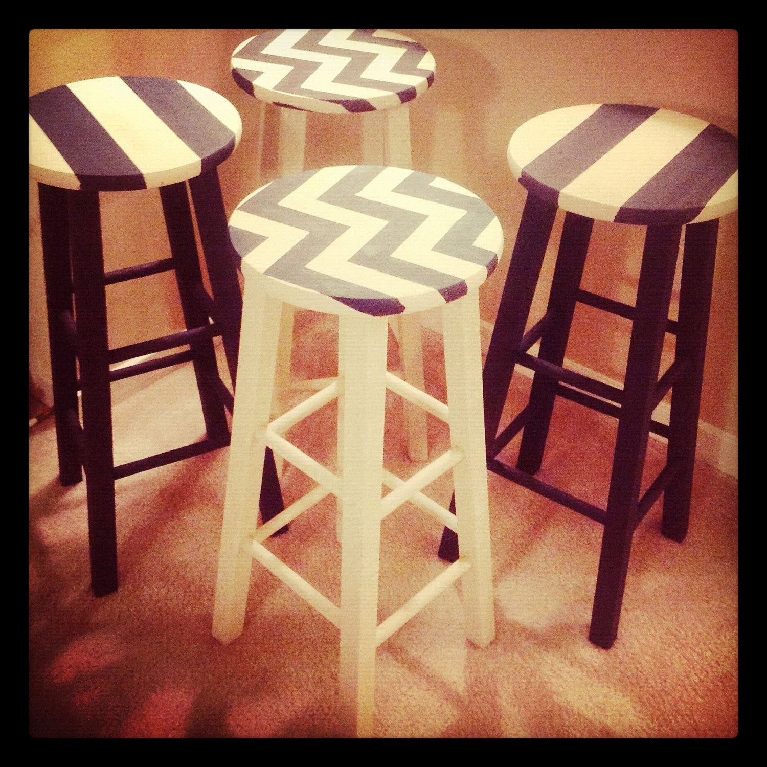 Wooden bar stools they look like a cool funky bar stool for Billige barhocker