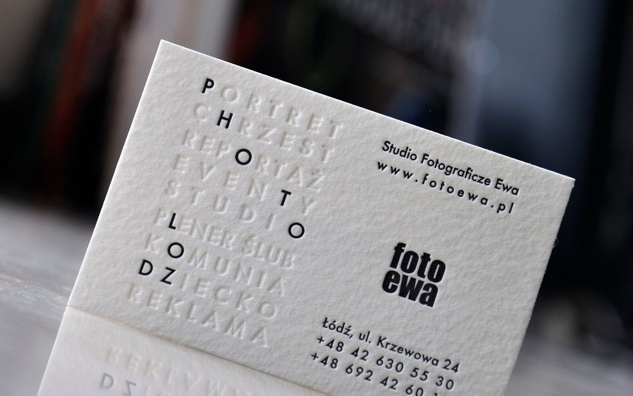 Briefly and straight ahead and to the point ---> part of the content was printed without the paint (blind print). Another part was made using classic black which as you now it looks always elegant /// photography studio business card