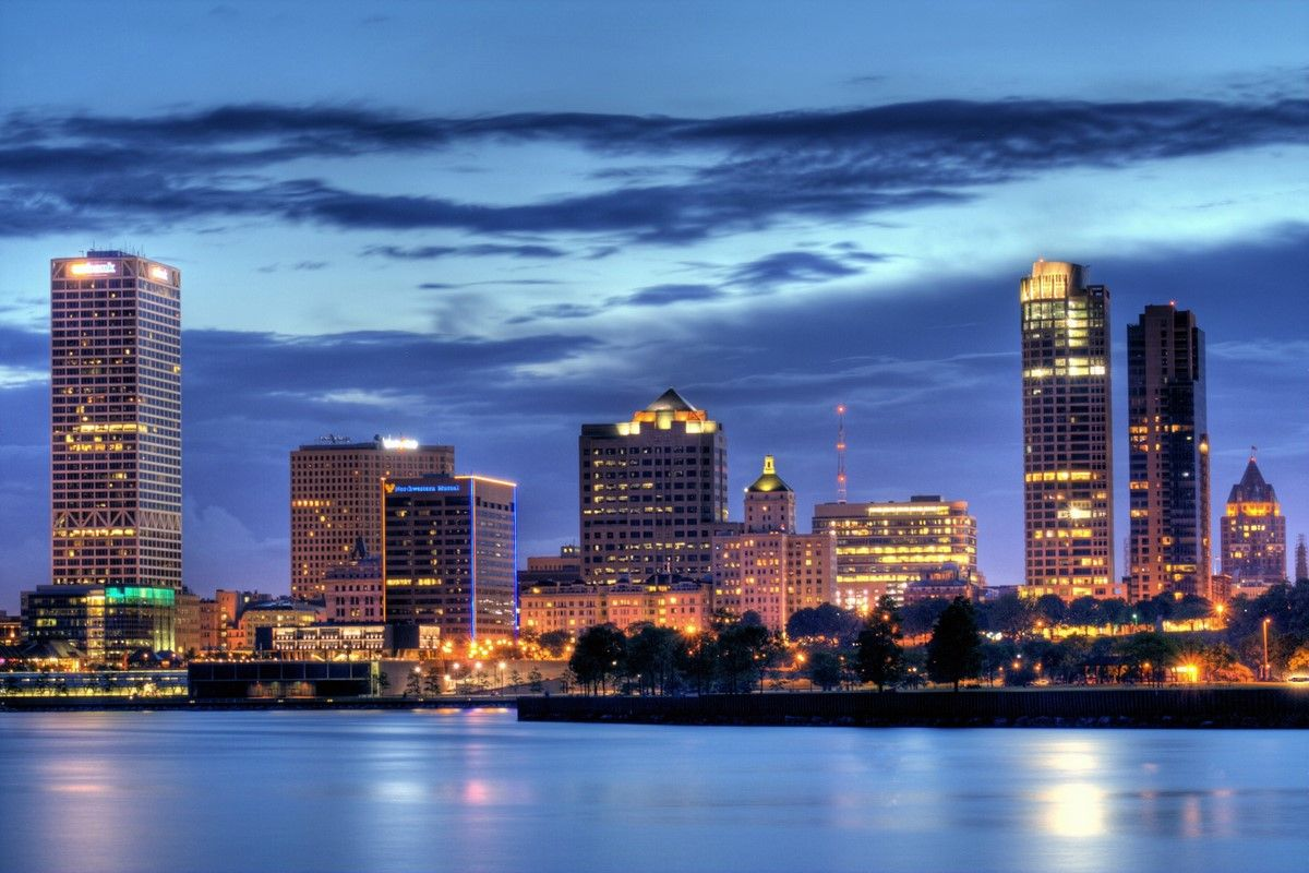 Milwaukee skyline | Milwaukee city, Milwaukee skyline, Milwaukee wi