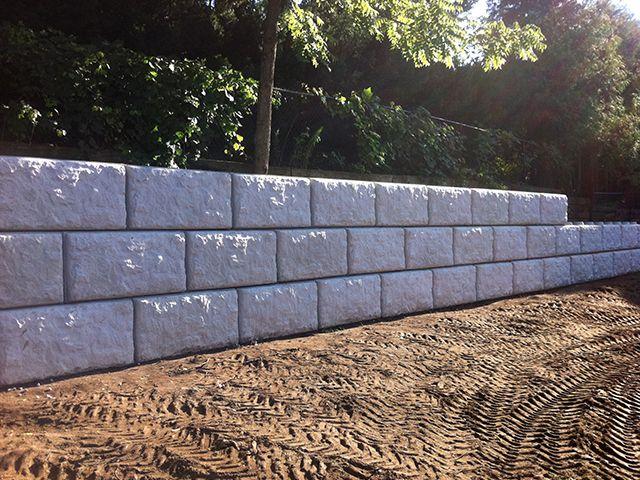 4ft Concrete Retaining Wall Blocks Hamilton Oakville Grimsby Ontario Retaining Wall Construction Concrete Retaining Walls Retaining Wall