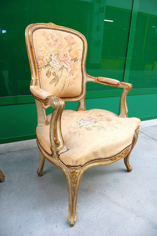 Coppia di poltrone stile Luigi XV dorate e laccate d\'epoca ricamate ...