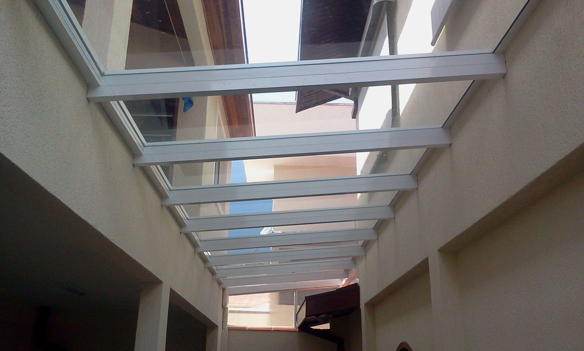 Famosos fachada de corredor externo coberto com policarbonato - Pesquisa  RQ53