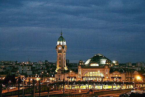 La gare de Limogesclasssée Monument Historique,avec son ...