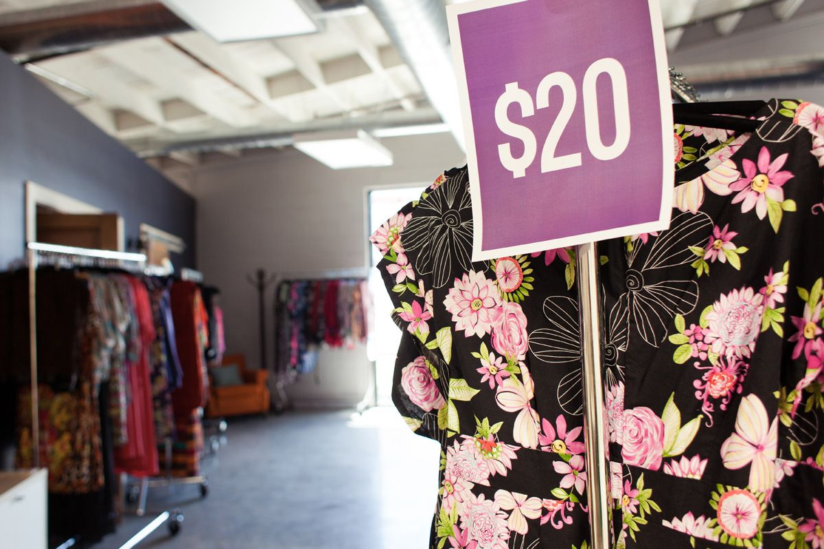 Gwynnie Bee. Unlimited Clothing Rental Subscription for