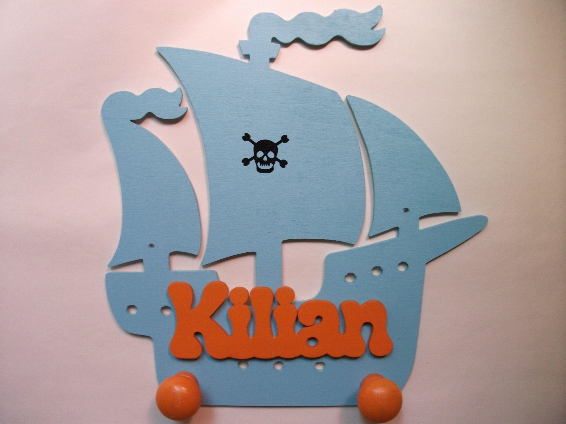 Porte manteau prénom bateau pirate en bois cadeau personnalisé