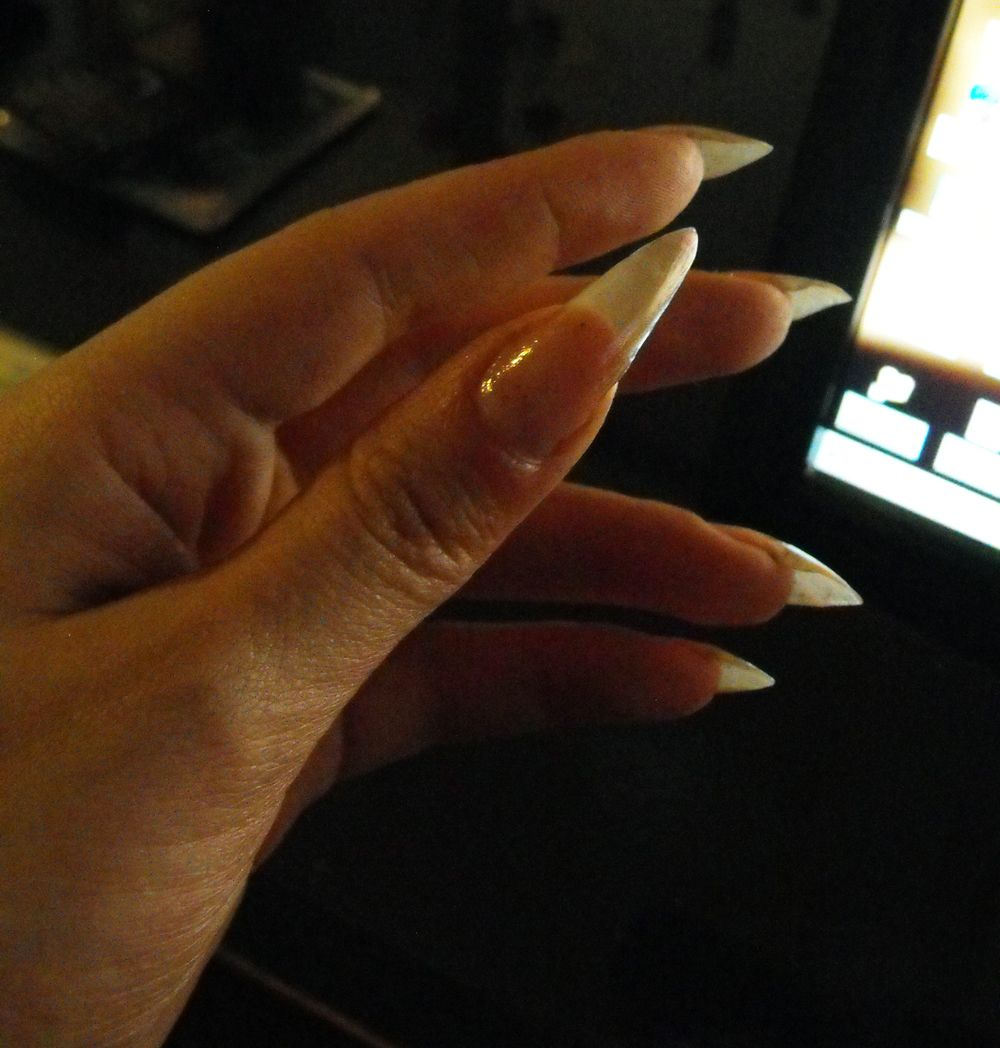 long natural nails scratching - Google Search | Nails | Pinterest ...