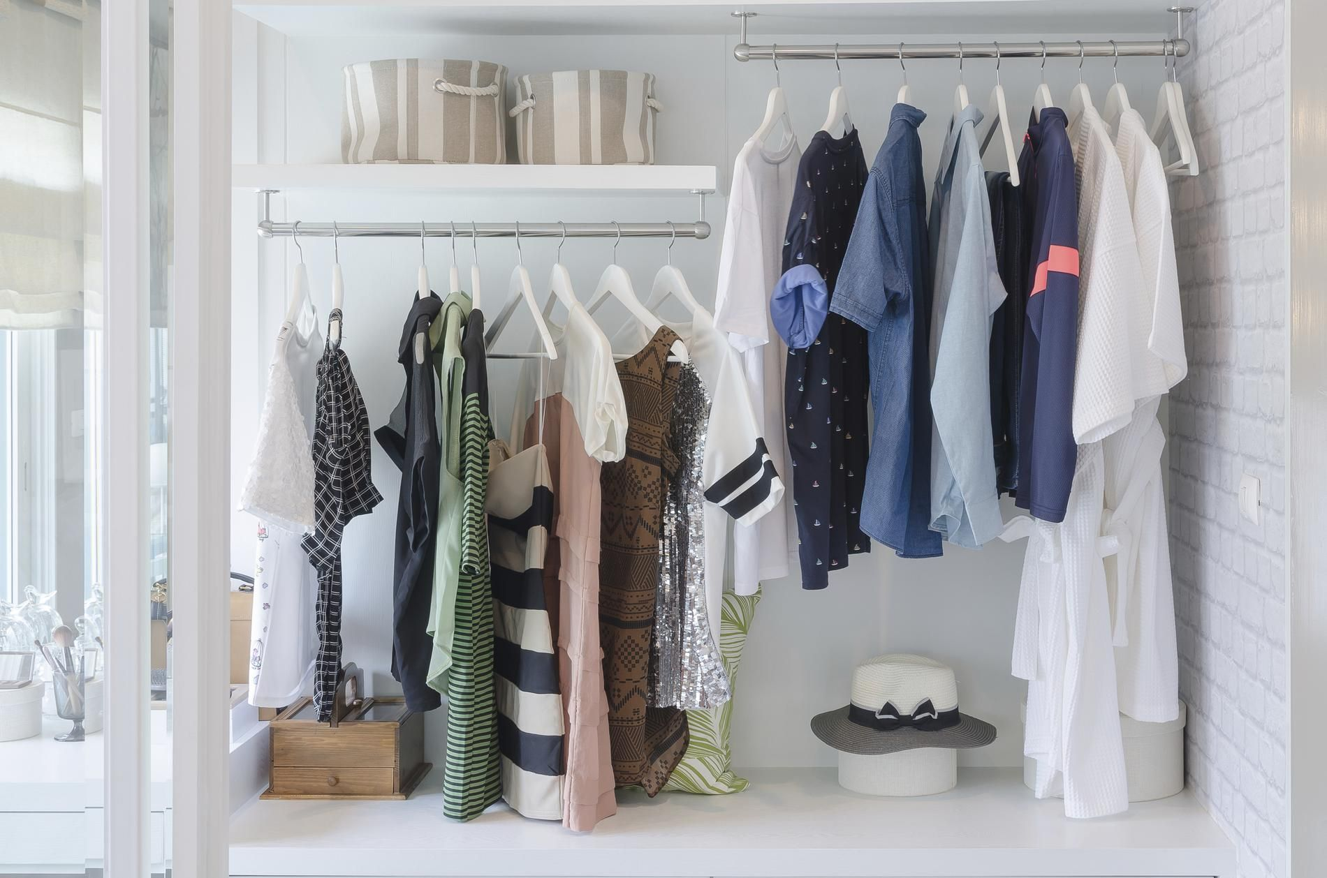 Le dressing 333 la garde robe minimaliste adapt e la for Rangement minimaliste