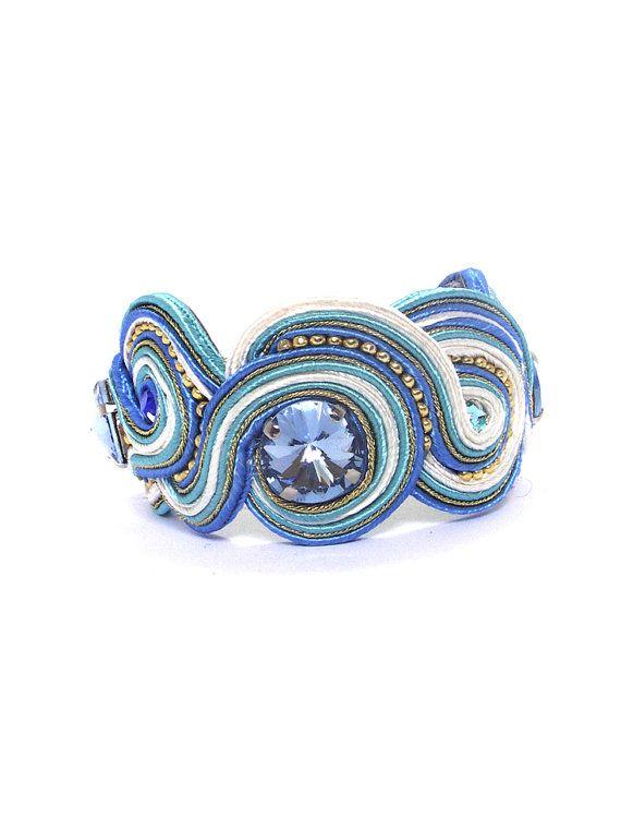 Bracciale polsino ricamato a mano blu di bijouSOL su Etsy, $52.00