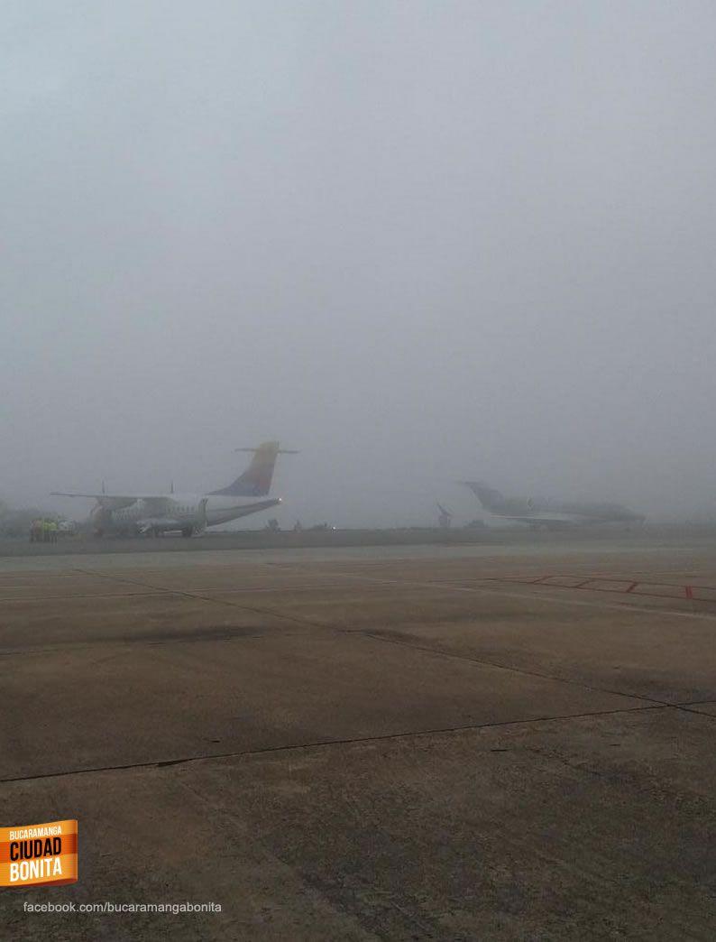 Buenos días Bucaramanga !!! Fría mañana en este jueves, sino solo miren esta foto del aeropuerto palonegro. Gracias @diego_f19 por la foto #buenosdiasBUC