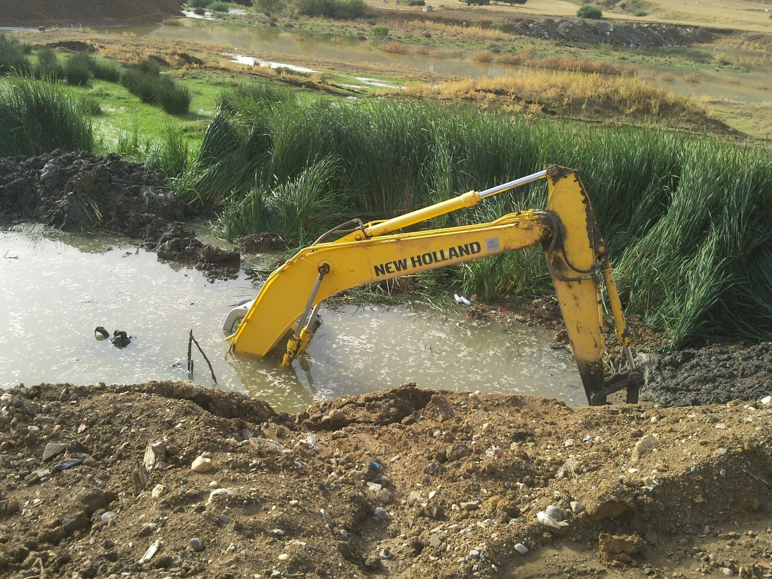 Incredible Excavator Rescue Truck Stuck in Deep Mud