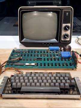$100K waiting for woman who recycled rare Apple 1 computer