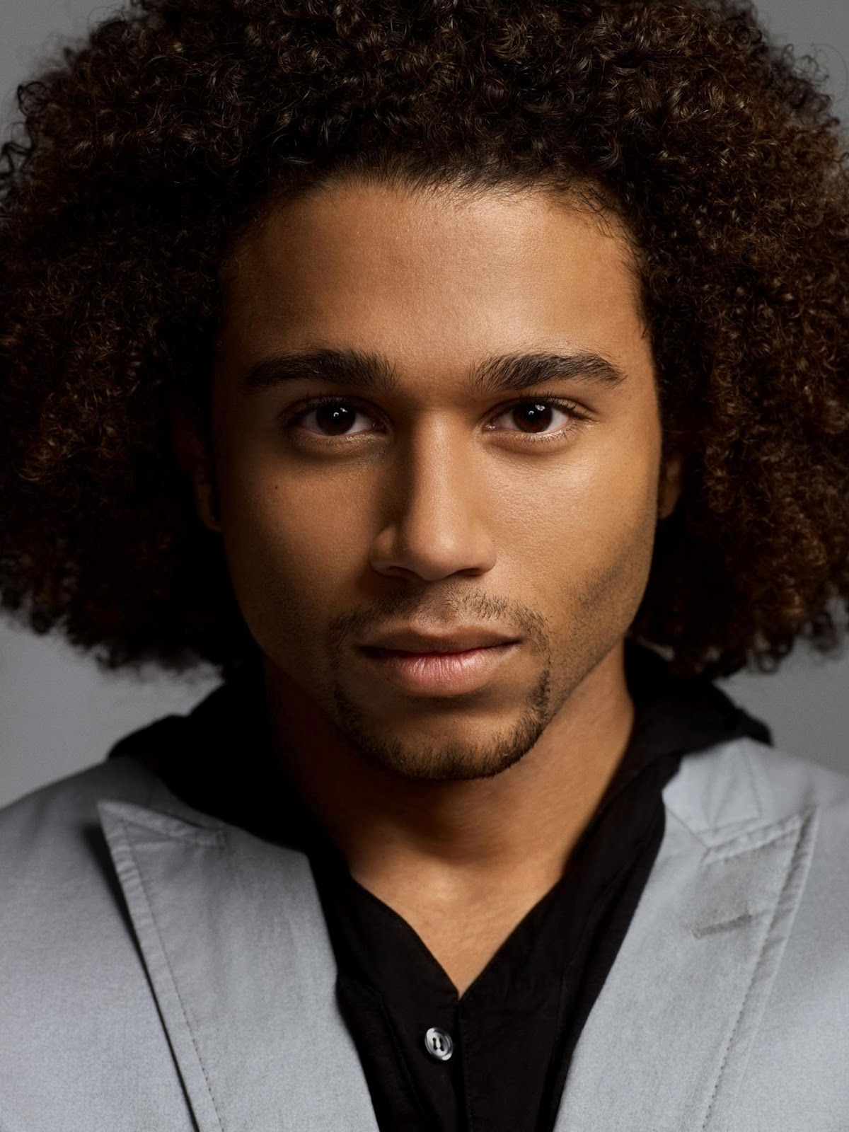 Coupe afro homme cheveux long