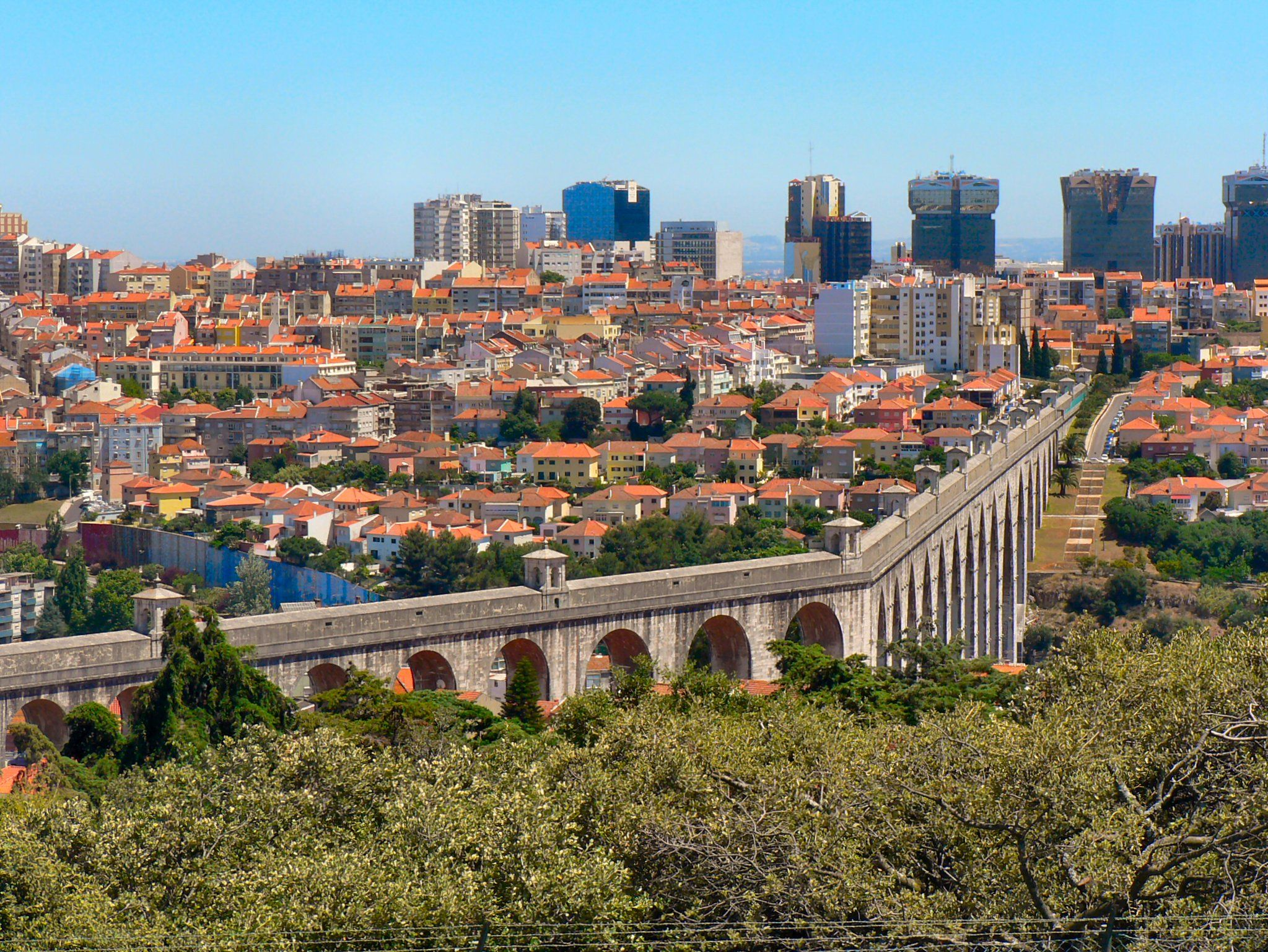 Discover the giant stone aqueduct that crosses Lisboa and contributed so much to its development. #VisitLisboa https://t.co/2YHiOOWwm0