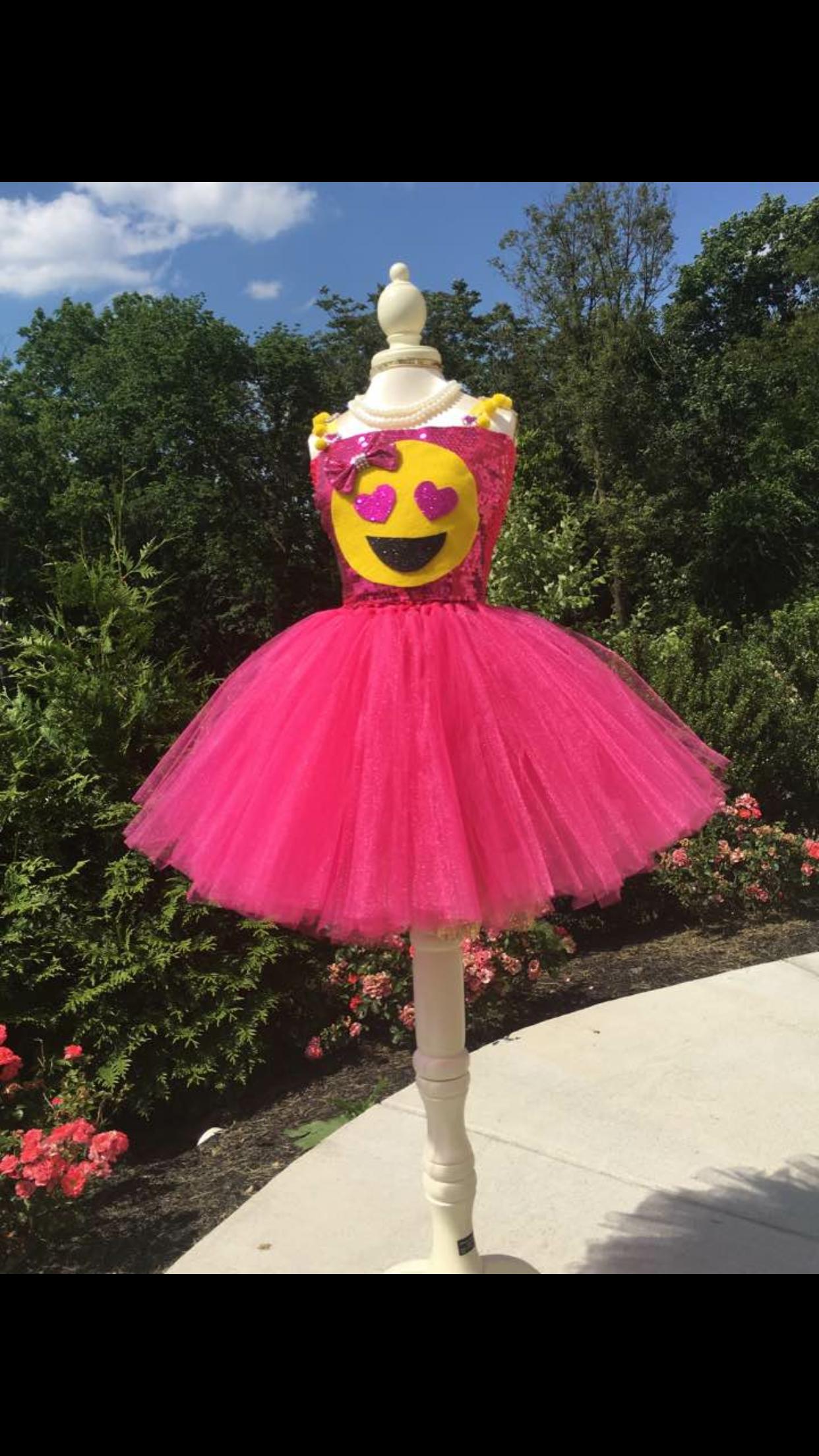 Heart Eyes Emoji Pink Dress All Sizes Any Color Etsy Com Tutugenie Emoji Hearteyesemoji Emoj Emoji Halloween Costume Tutu Outfits Halloween Costumes