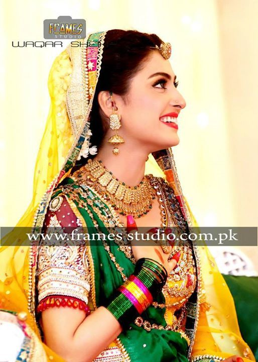 ayeza khan looking gorgeous at her mehndi pakistani