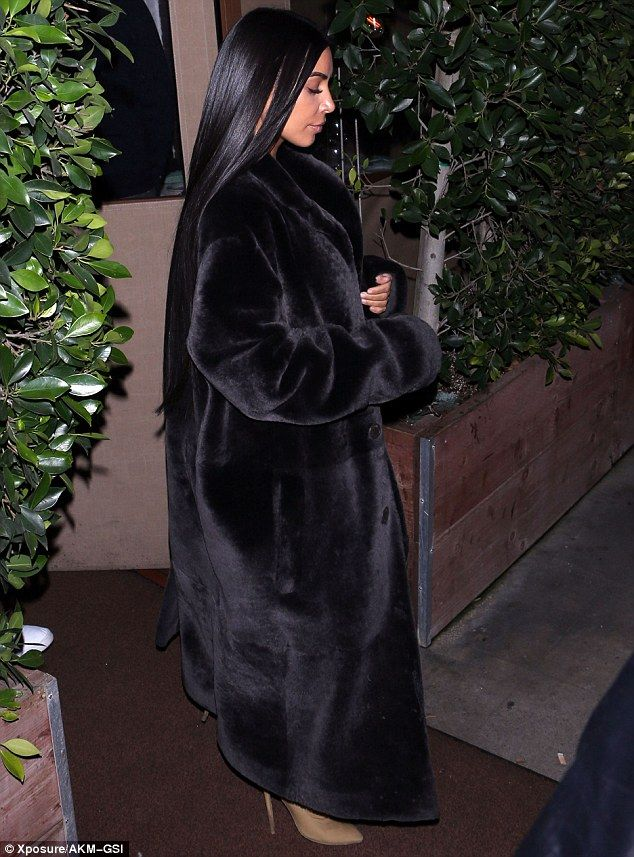 8e889844d206 Keeping warm  The reality star kept warm with her long black fur coat