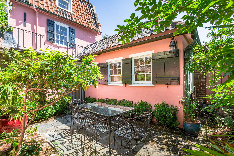 17 Chalmers Street Charleston Sc 29401 Charleston Homes Pink Houses Charming House
