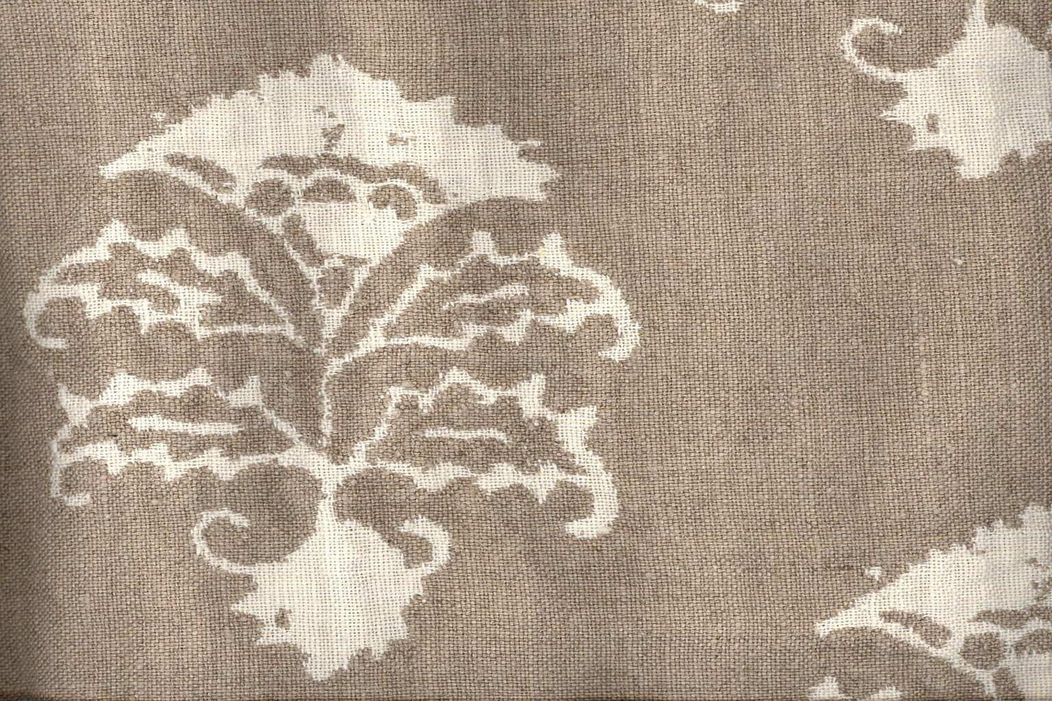 Pienza Cardo in Bianco/Naturale from C&C Milano #neutral #floral #linen #textiles #fabric #interiordesign #designinspiration #thetextilefiles #clothandkindinteriordesign #ccmilano
