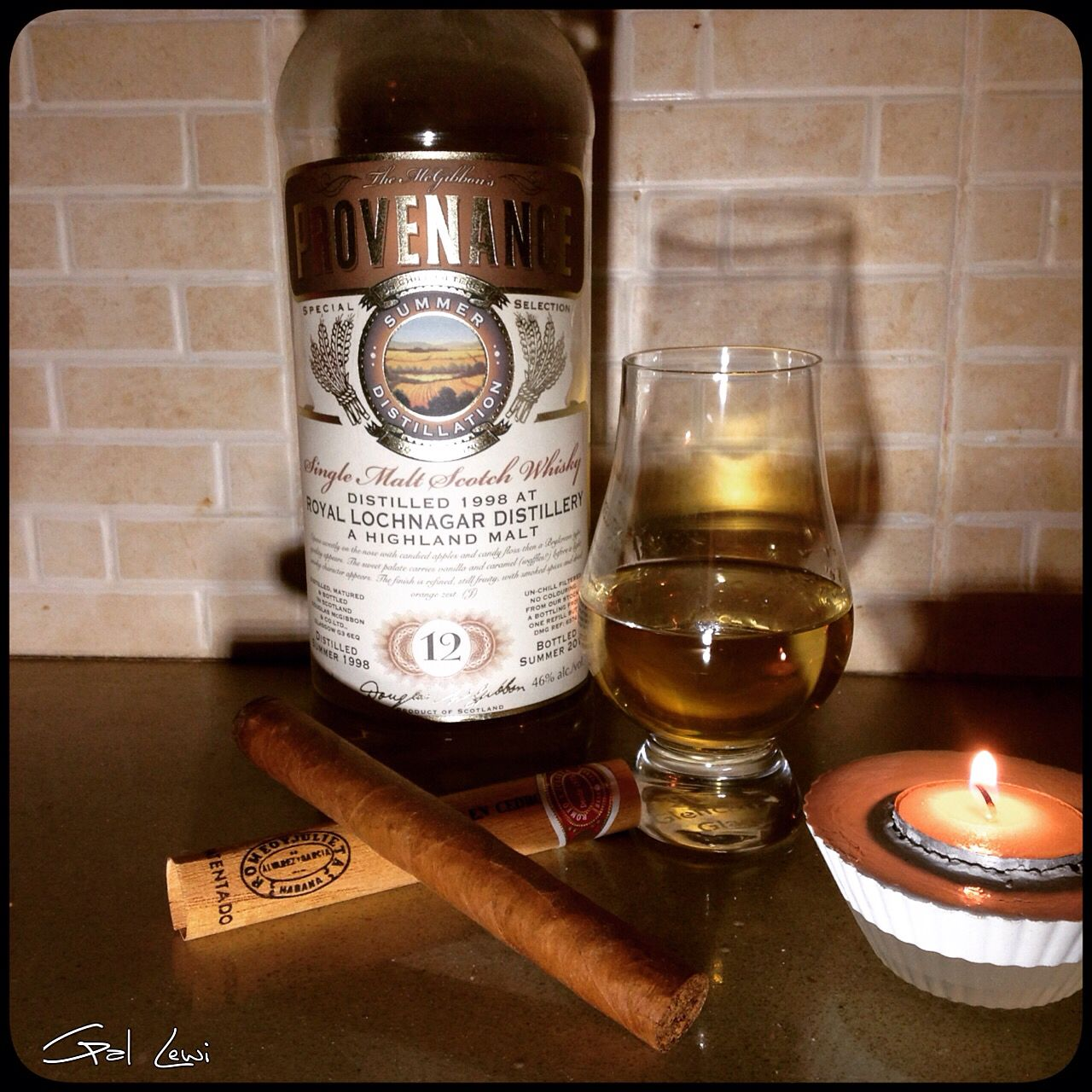 #diner with #whiskey and #cigar. Photo by #GalLewi. #romeo and julite #royallochnagar #glencairn #stilllife #vanitas
