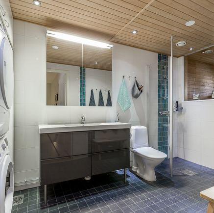 Yläkerran kylpyhuone_1