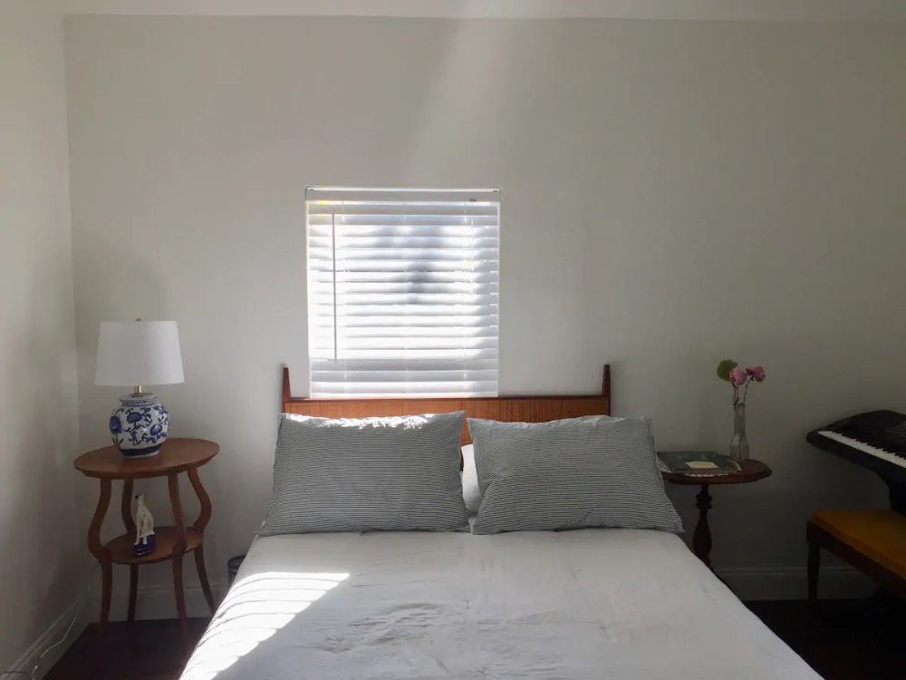 Oak Cliff Craftsman In A Great Location Houses For Rent In Dallas Texas United States In 2020 Renting A House Mattress On Floor Mattress Bedroom