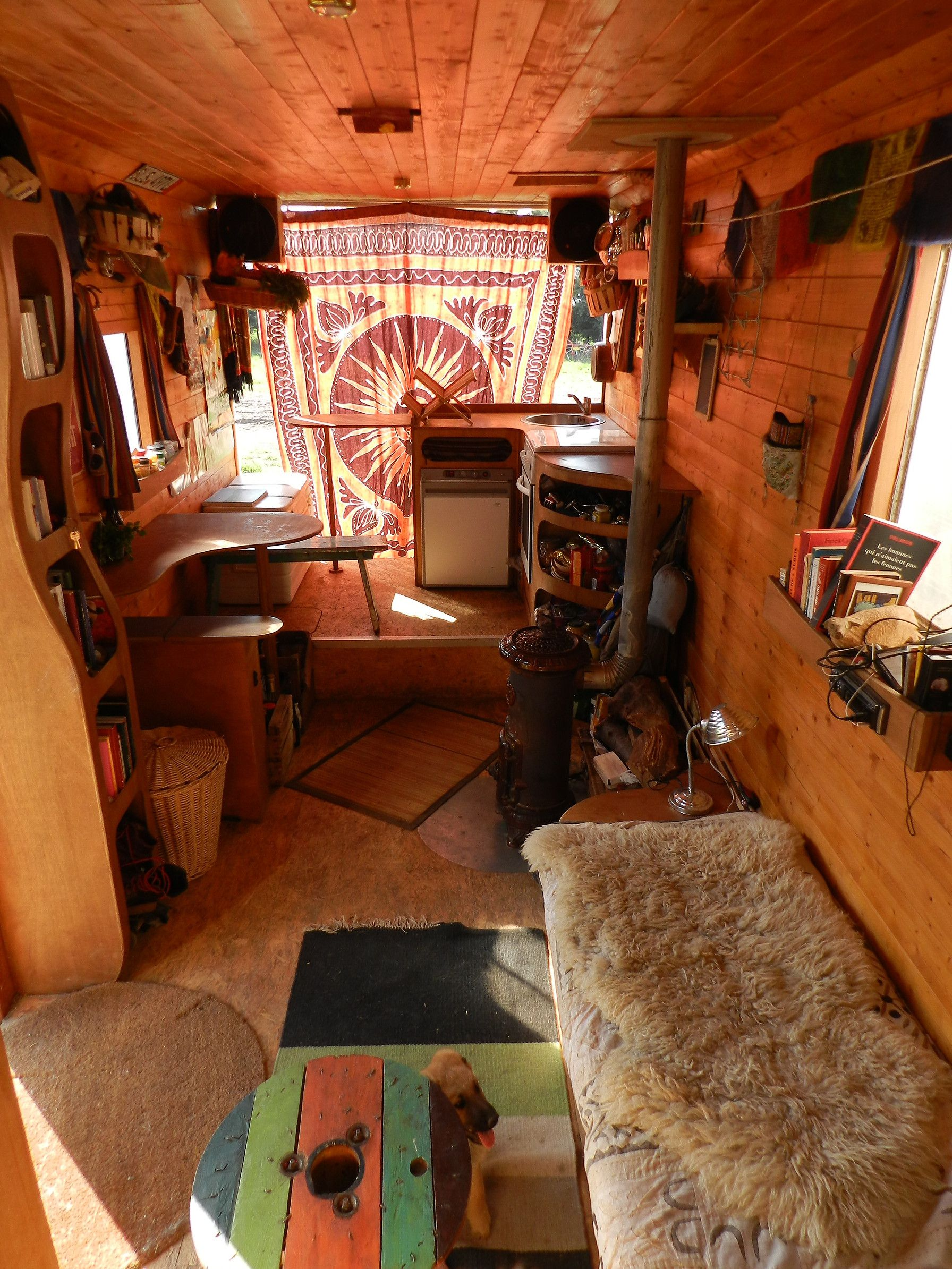 am nagement de camion pinteres. Black Bedroom Furniture Sets. Home Design Ideas