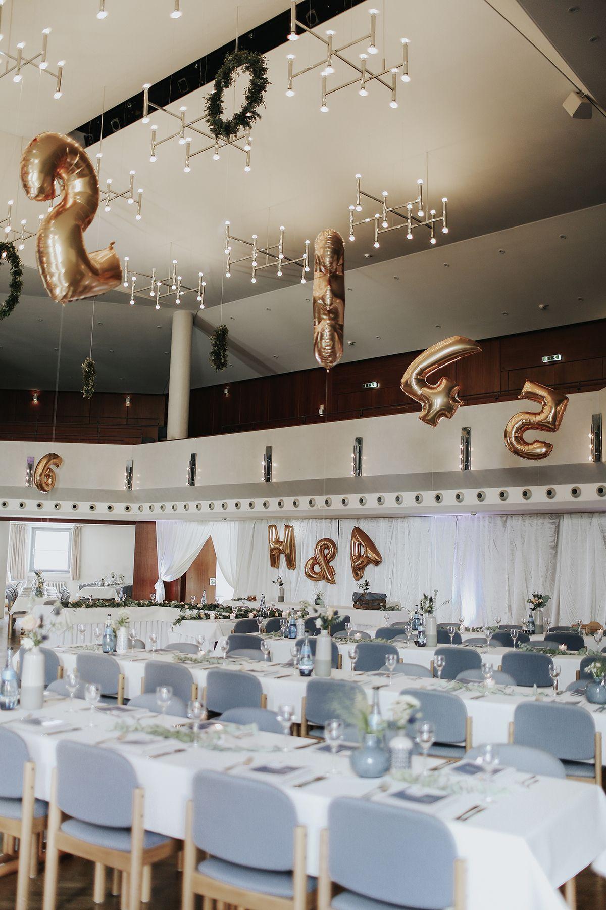 Diy Hochzeit Hochzeitsblog The Little Wedding Corner Hochzeit Tischnummern Luftballons Hochzeit Diy Hochzeit